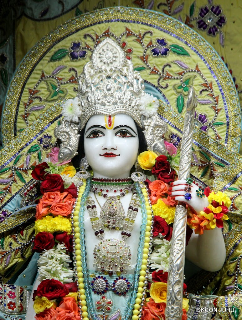 ISKCON Juhu Sringar Deity Darshan on 3rd Aug 2016 (27)