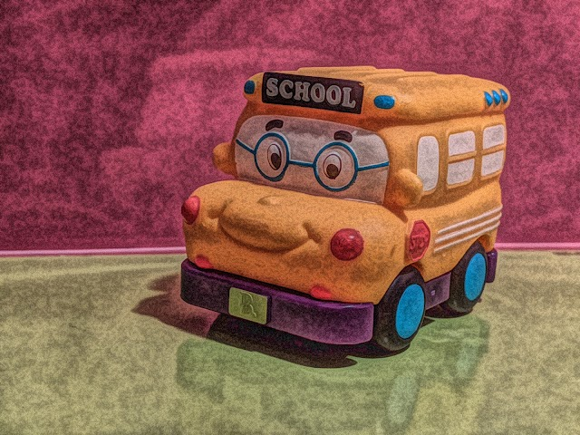 School bus toy free picture