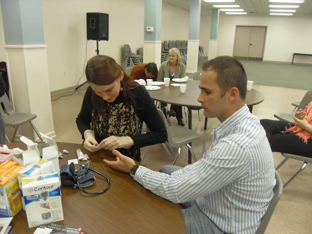 Spotkanie medyczne z Dr. Elizabeth Mikrut przy kawie i pączkach. Zdjęcia B. Kołodyński - SDC13557.JPG
