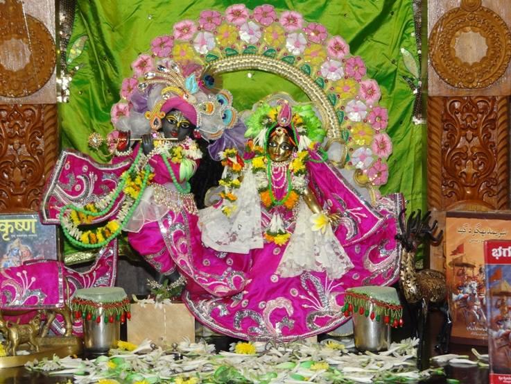 ISKCON Nigdi Deity Darshan 19 Dec 2015 (4)