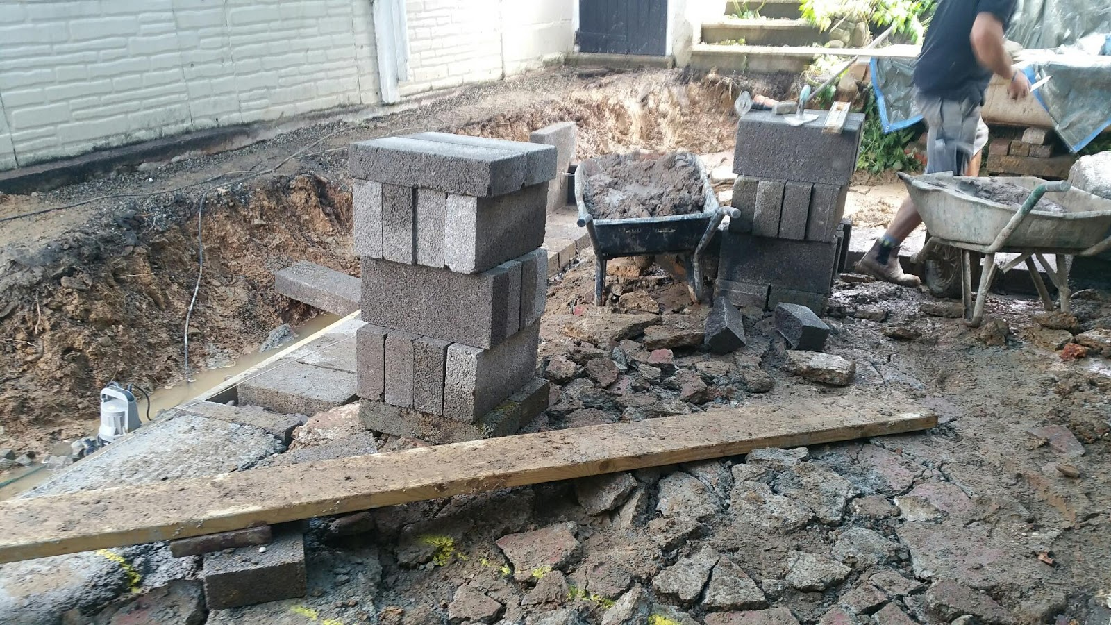 Granite Foundation Blocks : Renovating an old stone cottage