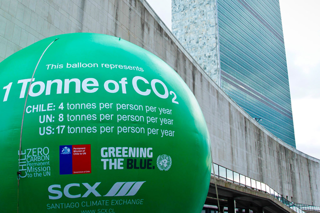 A massive, over 7-metre-high balloon, representing one tonne of carbon dioxide (CO2). Photo: Mark Garten / UN Photo
