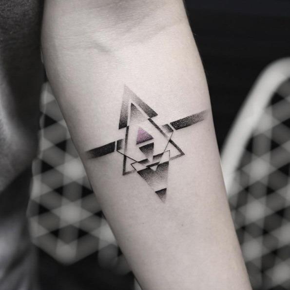 Este pequeno triângulo cor-de-rosa