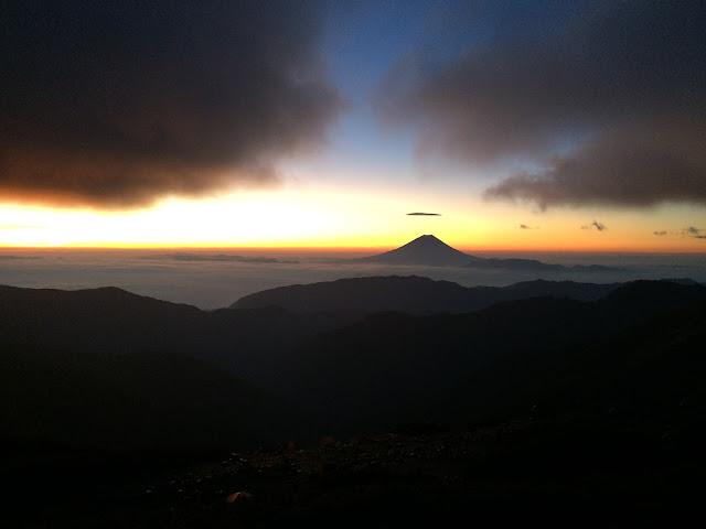北岳山荘 夜明け