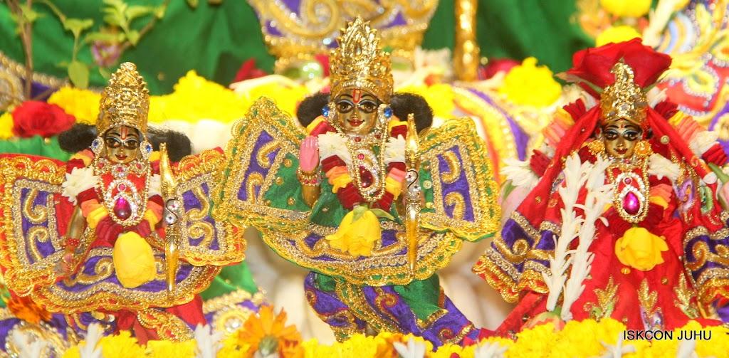 ISKCON Juhu Sringar Deity Darshan on 31st July 2016 (32)