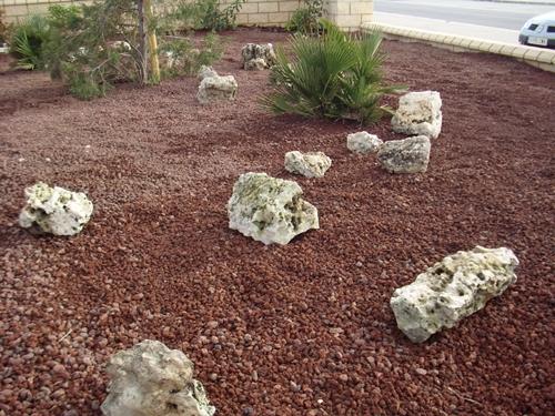 Blog de los aficionados a la jardineria parterre for Piedra volcanica para jardin