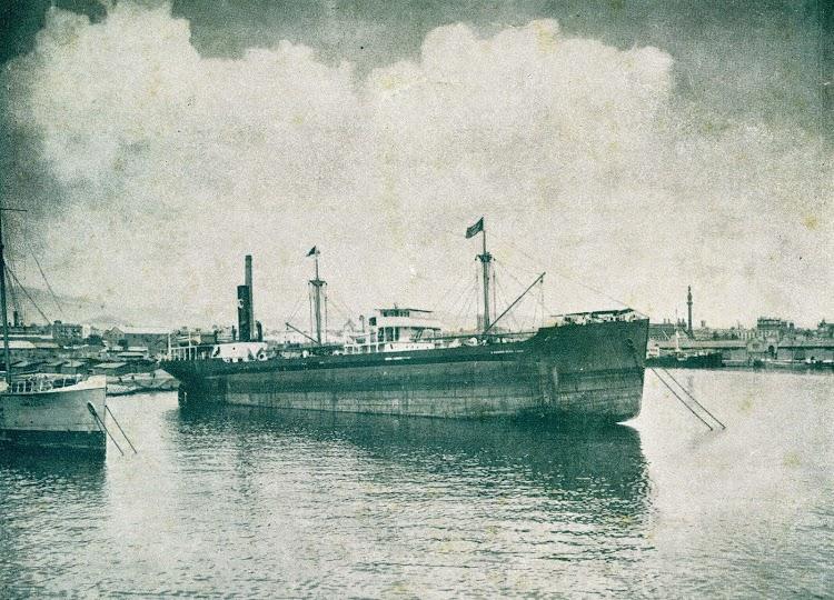 El SAC 6º en el puerto de Barcelona. De la revista Vida Nautica. Año 1928.jpg