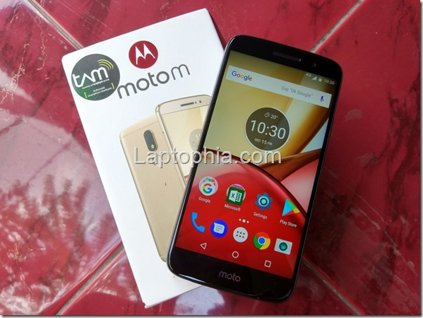 Unboxing & Hands On Motorola Moto M XT1663
