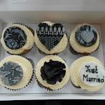 Damask cupcakes1.JPG