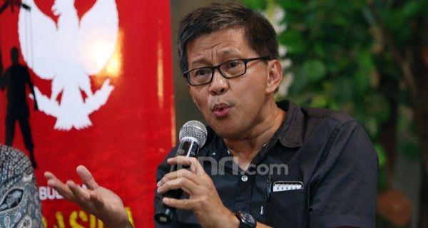 Keras! Rocky Gerung Sikat Pemerintahan Jokowi soal Perpres Investasi Miras