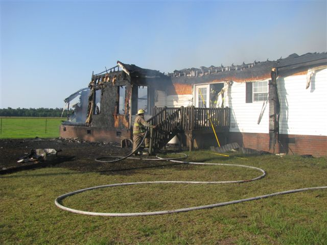 House fire Lynchburg Rd Mutual Aid to Williamsburg Co. Fire 009.jpg