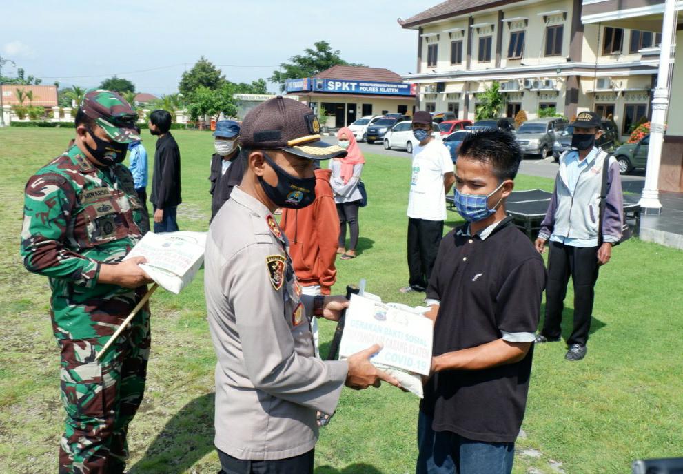Jumat Berkah 28 Polres dan Kodim 0723/Klaten Kembali Salurkan Bantuan Kepada Masyarakat Terdampak Could -19