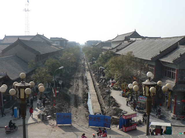 road construction at the Zhongshan Main Street in the Shangqiu Ancient City (商丘古城)