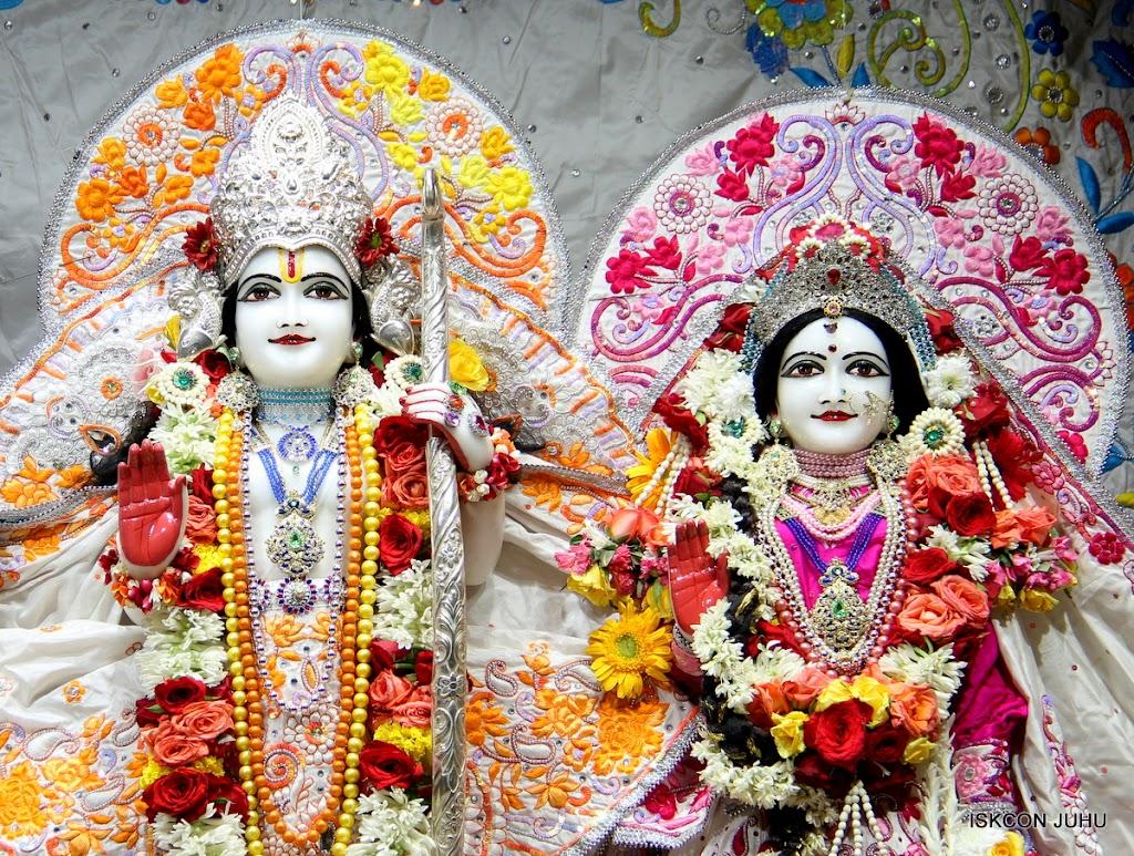 ISKCON Juhu Sringar Deity Darshan on 11th Aug 2016 (30)