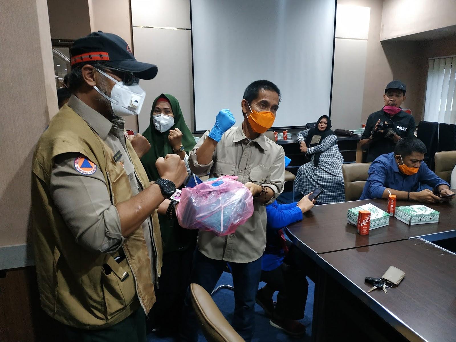 Wartawan di Bone Dapat Masker dari Satgas PPC19
