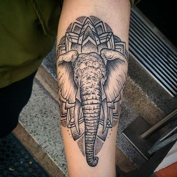 Esta mandala elefante tatuagem