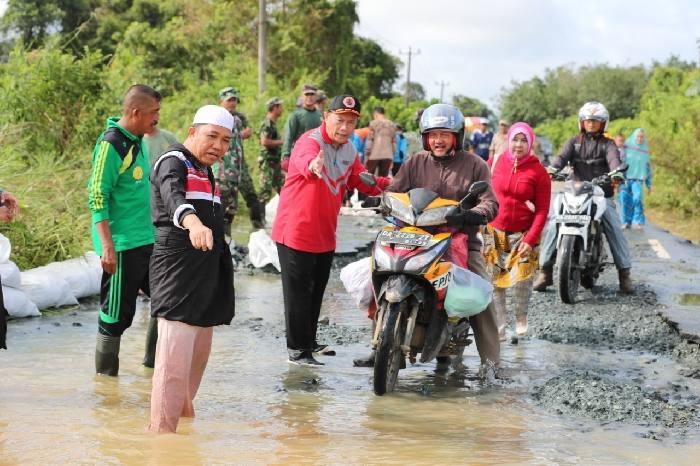 Bupati Sudian Noor mengambil kebijakan cepat terkait peringatan BMKG Kalsel: dalam tiga hari ke depan perkiraan cuaca ekstrem melanda Banua.