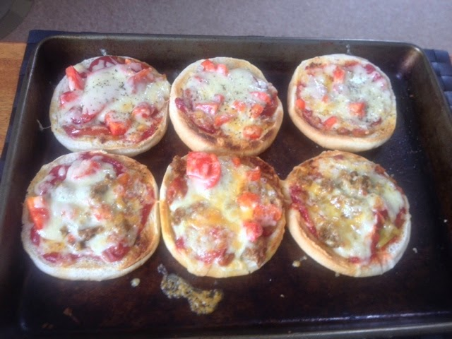 siz pizza baps topped with chicken, mince, cheese and tomato