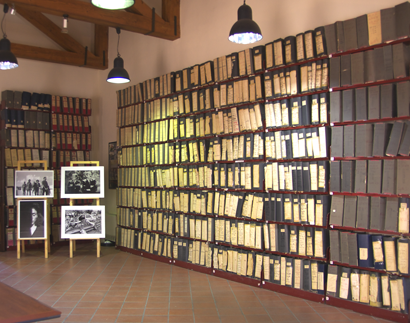 Sizilien - Die Akten des von Giovanni Falcone und Paolo Borsellino geführten Maxi-Prozesses im Mafia-Museum von Corleone.