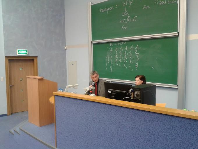 dr Andrzej Stefańczyk podczas prezentacji pt. Moc Boga a wolność człowieka według Anzelma z Canterbury
