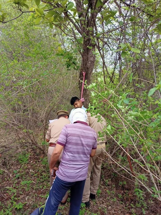 सदिग्ध परिस्थितियों में पेड़ से लटका मिला आरपीएफ सिपाही का शव,हत्या की आशंका