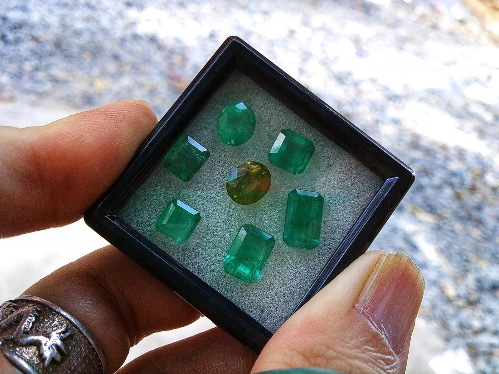 Đá Ngọc Lục Bảo, Natural Emerald thiên nhiên Colombia