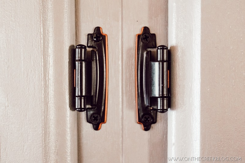 I'm showing off my new kitchen cabinet door hinges!