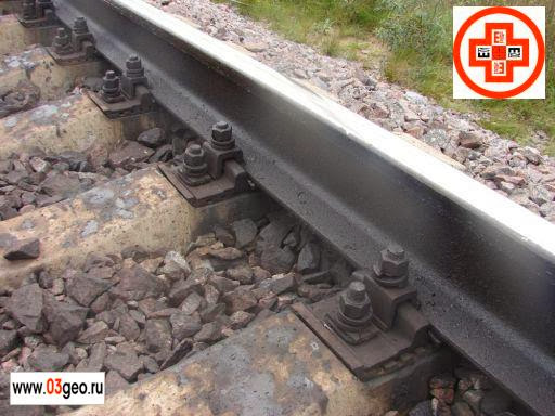 Рельсы на железнодорожном подъездном пути