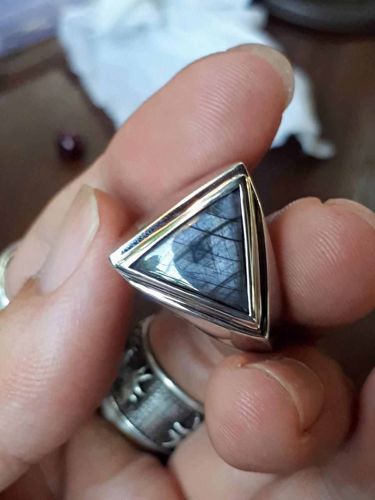 Nhẫn nam đá Sapphire thiên nhiên, vàng trắng 18k