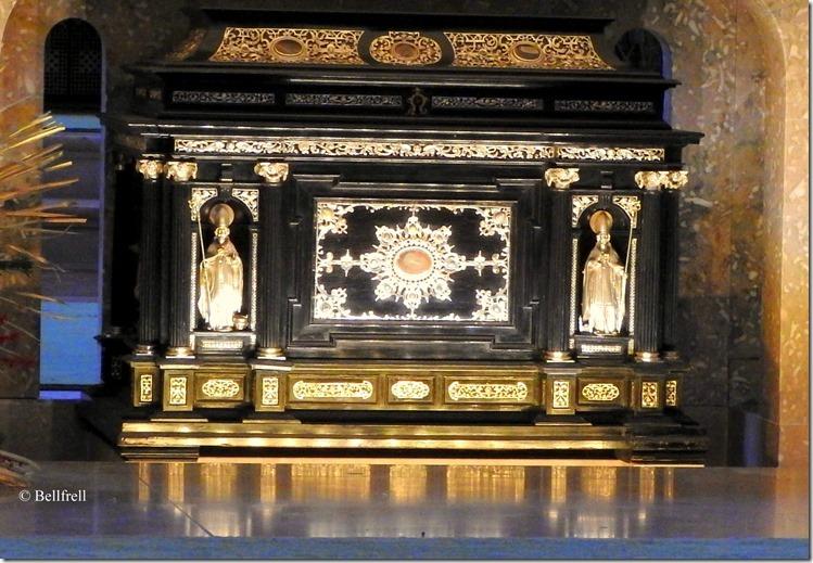 Altar mit Schrein Dom