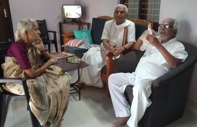 RSS Leader takes blessing of Poojary | ಜನಾರ್ದನ ಪೂಜಾರಿ ನಿವಾಸಕ್ಕೆ ಕಲ್ಲಡ್ಕ: ಭೇಟಿ ವೇಳೆ ಪೂಜಾರಿ ಆಶೀರ್ವಾದ ಪಡೆದ ಆರ್ಎಸ್ಎಸ್ ಮುಖಂಡ