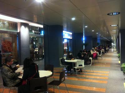 札幌地下道のオープンカフェ