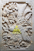 Relief sepasang burung merak