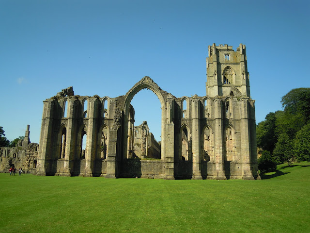 Fountains Abbey - A Guide to Abbeys and Cathedrals in the UK