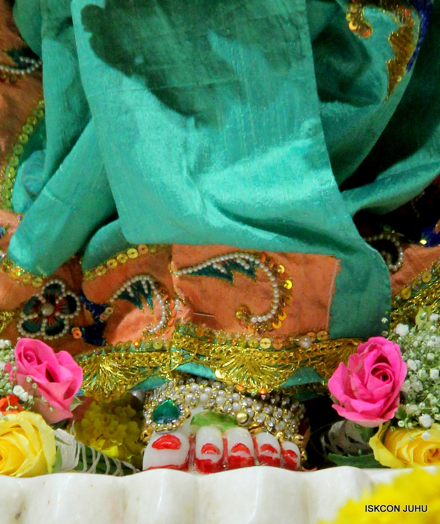 ISKCON Juhu Sringar Deity Darshan on 19th Jan 2017 (41)