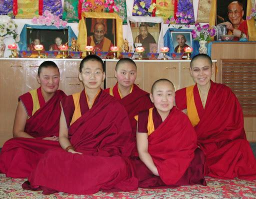 New nuns, Mongolia, 2001. Photo by Ueli Minder.
