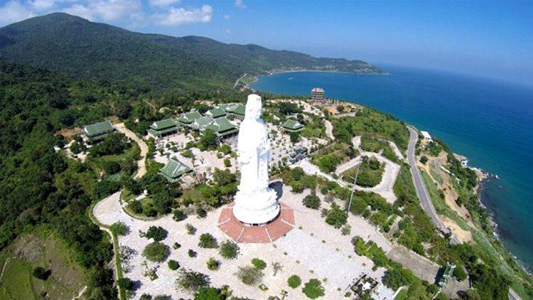 Đây là một bán đảo hình nấm thuộc quận Sơn Trà