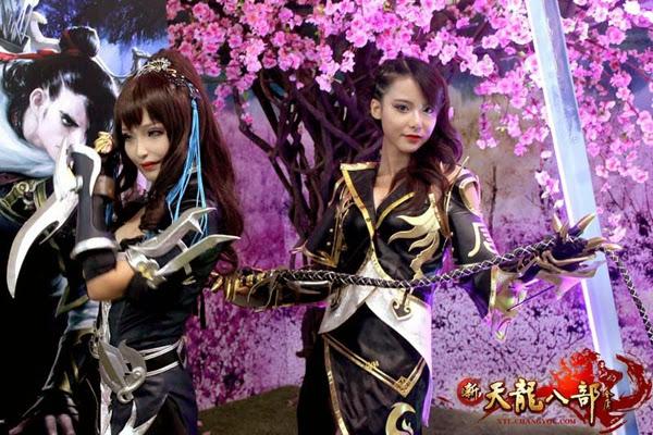 Ngắm showgirl tại gian hàng Tân Thiên Long Bát Bộ 14