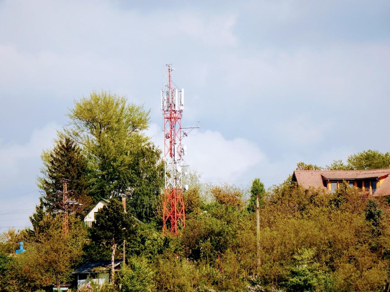 Esztergom/Aranyhegy, Szent János köz - helyi URH-FM adóállomás