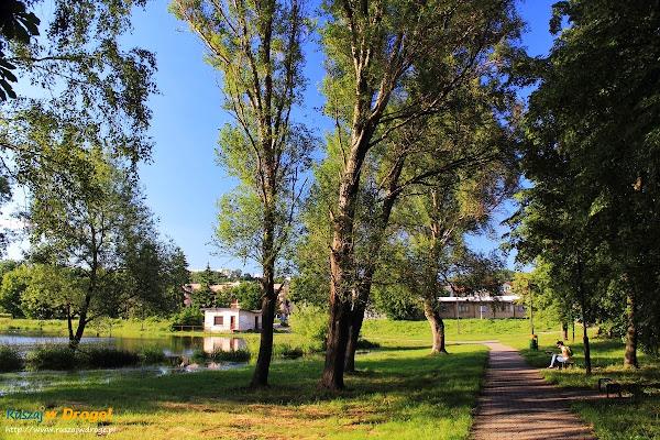 Pińczów nad Nidą - promenada nad rzeką
