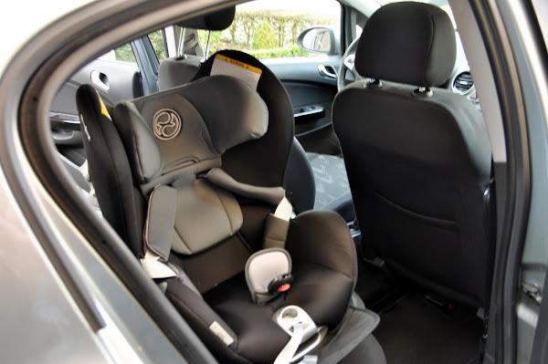 Cybex Sirona in Opel Corsa