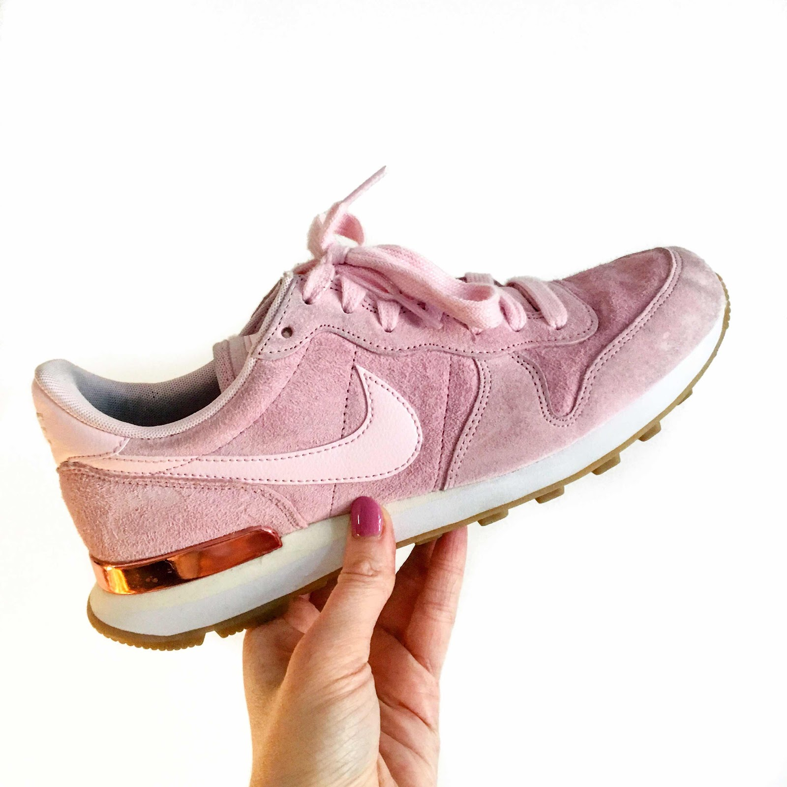 lifestyle-fashion-blog-favourites-nike-internationalist-prism-pink-white-sheen-trainers