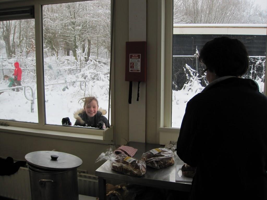 Welpen - Sneeuwpret en kerstbal maken - IMG_2700.JPG