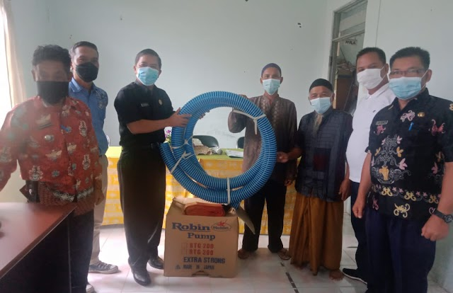 Anggota DPRD Kapuas Ini Dampingi Penyerahan Bantuan RMK Kecamatan Bataguh