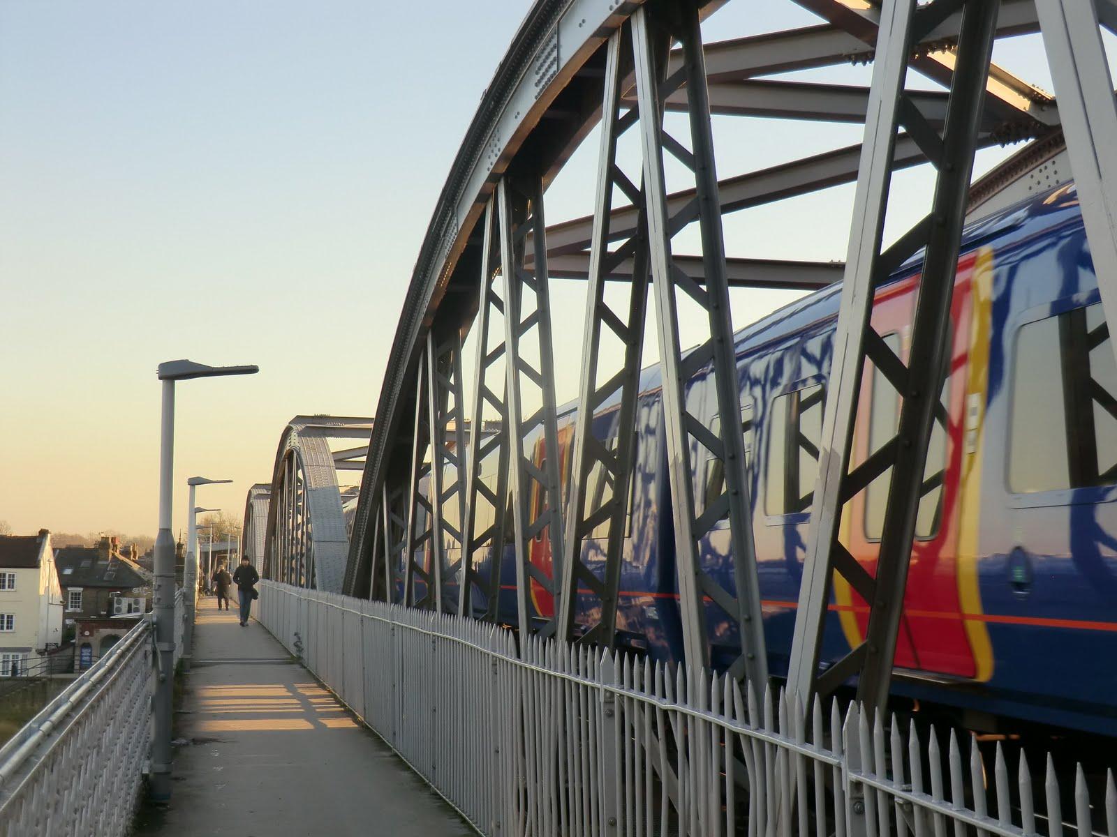 CIMG2393 Across Barnes Railway Bridge