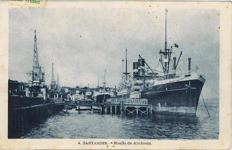 Muelle de Alvareda. Santander. El MAASDAM atracado embarcando pasaje.jpg