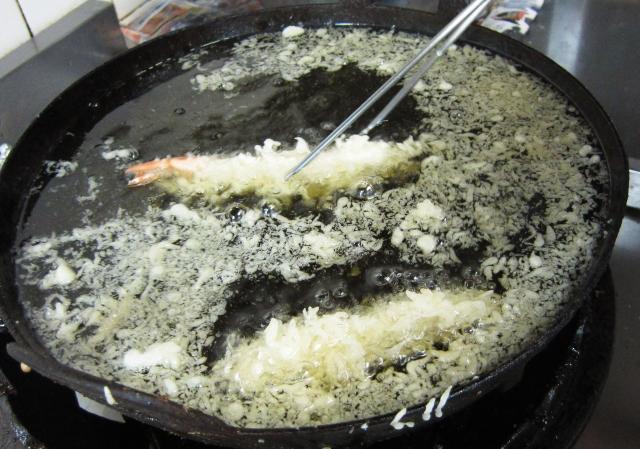 天ぷらの疑問――揚げる前より揚げた後のほうが軽いのはなぜ!?