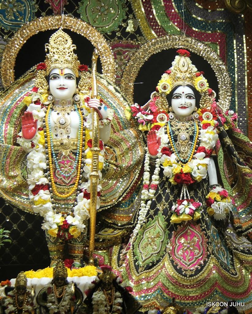 ISKCON Juhu Sringar Deity Darshan on 28th May 2016 (32)
