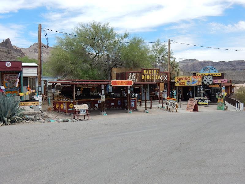 Road Trip, Oatman, Arizona, Ruta 66, Condado de Mohave, Oatman Hotel, Burros, Asnos, Desierto, Elisa N, Blog Viajes, Lifestyle, Travel, TravelBlogger, Blog Turismo, Viajes, Fotos, Blog LifeStyle, Elisa Argentina