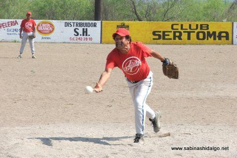 Guadalupe Soto de Diablos en el softbol del Club Sertoma
